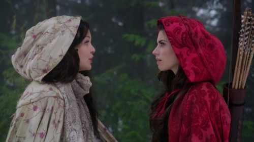Manteau rouge et neige