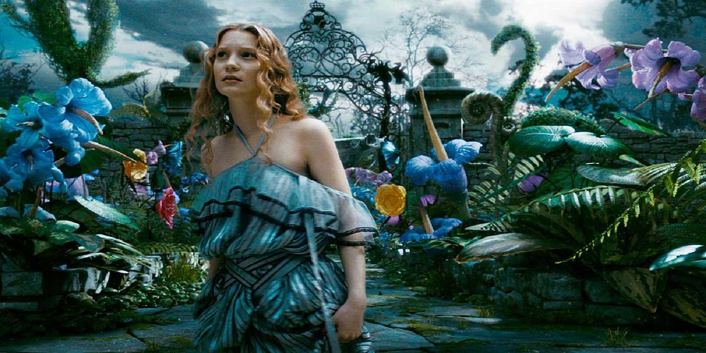 Alice-aux-Pays-des-Merveilles-film-burton-critique