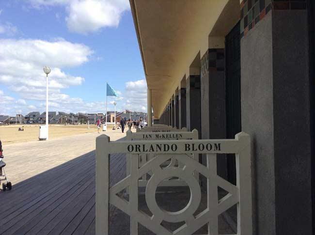 Orlando-bloom-inaugure-sa- cabine-Festival- Deauville