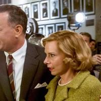 Le-Pont-des-espions-Spielberg-film-critique-Tom-Hanks-Amy-Ryan-sortie-du-tribunal