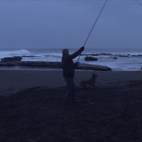 el-club-larrain-film-critique-castro-chien-plage