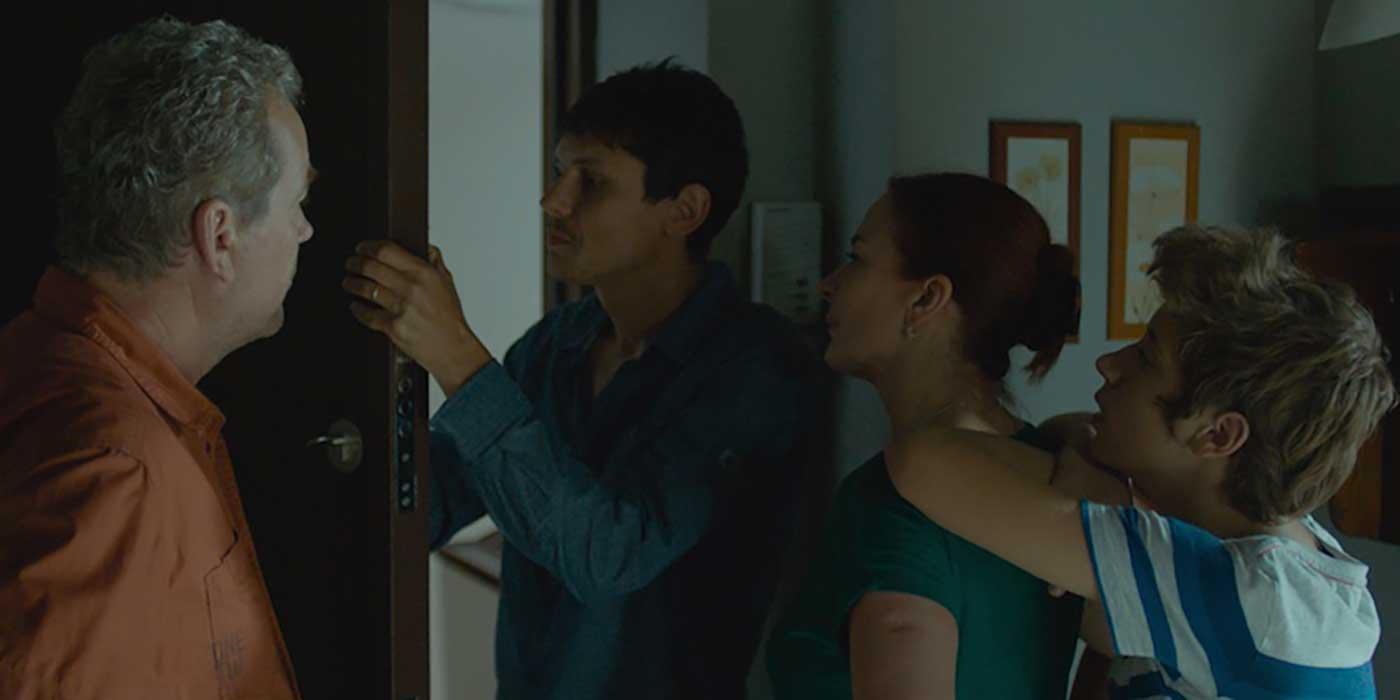 etage-dessous-muntean-film-critique-vali-et-famille