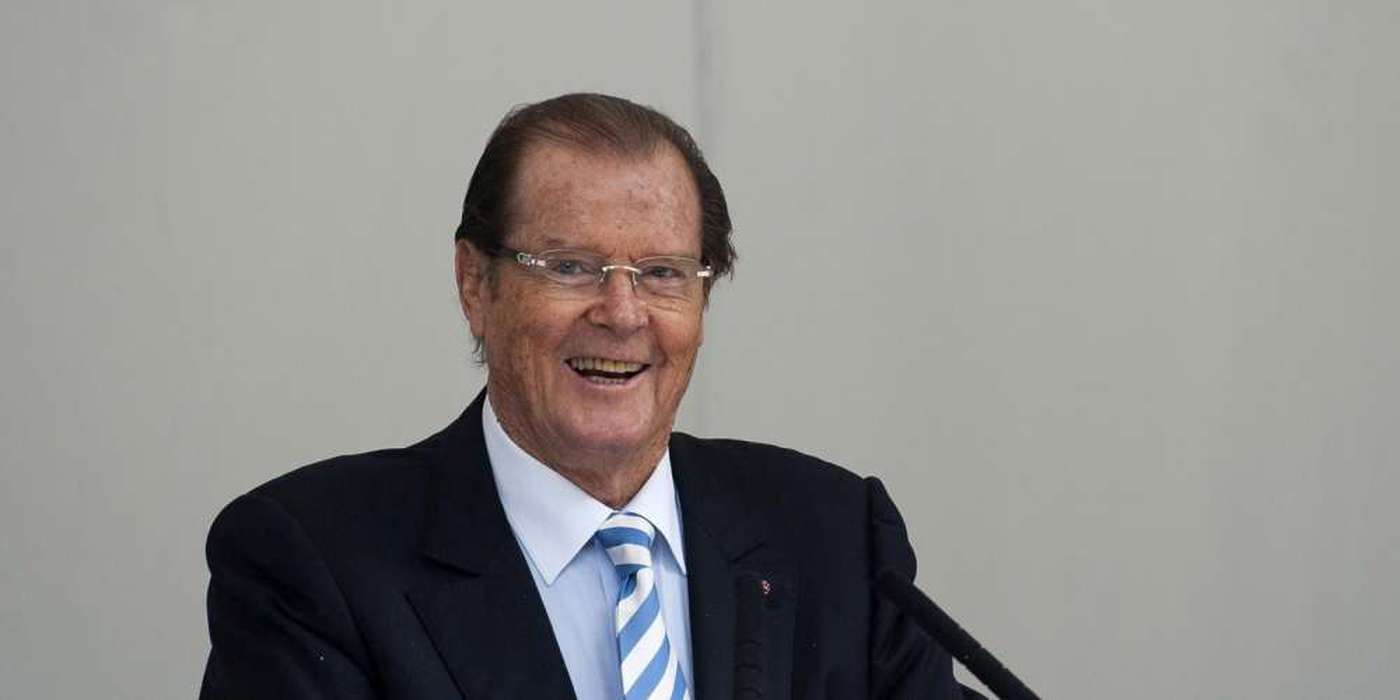 mort-roger-moore-article
