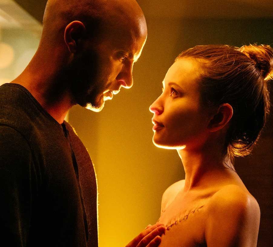 american-gods-ricky-whittle-Shadow-Moon-emily-browning-show-tv