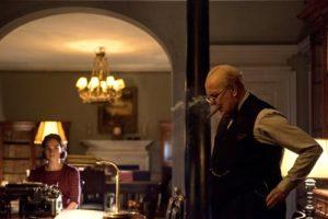 les-heures-sombres-joe-wright-film-critique-lily-james-gary-oldman