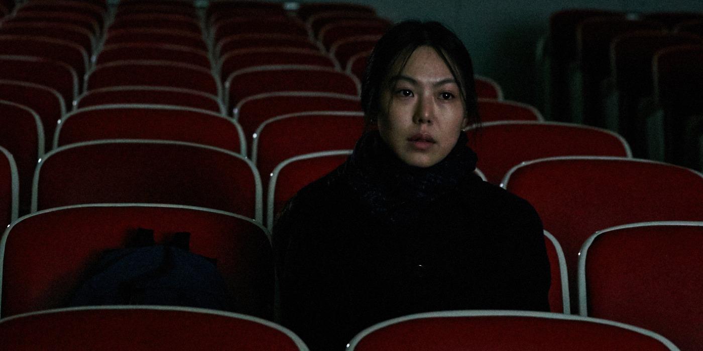 seule-sur-la-plage-la-nuit-hong-sangsoo-film-critique-kim-minhee-retour-aux-sources