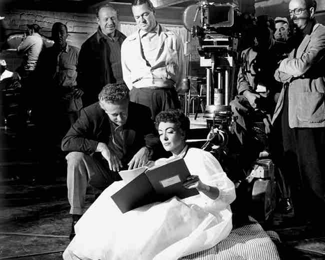 johnny-guitare-nicholas-ray-critique-film-joan-crawford
