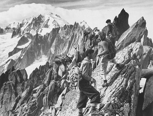 premier-de-cordee-de-louis-daquin-marches-dangereuses-pour-atteindre-les-cimes-alpines