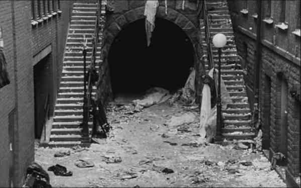 sacrifice-erland-josephson-andrei-tarkovski-critique-film