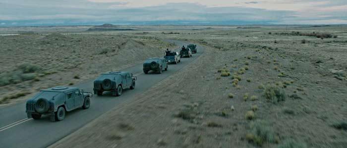 sicario-la-guerre-des-cartels-convoi-voitures-militaires