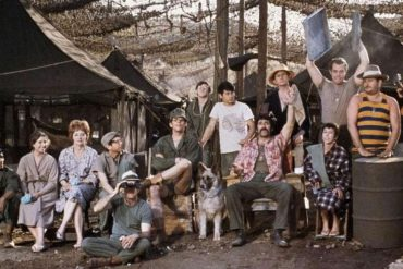 mash-robert-altman-critique-film-donald-sutherland