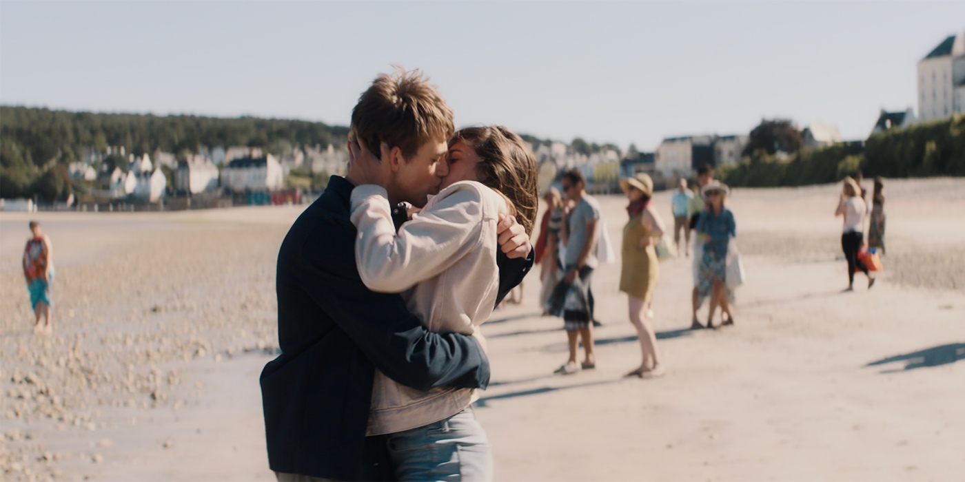 derniere-vie-simon-leo-karmann-film-critique-baiser-benjamin-voisin-camille-claris