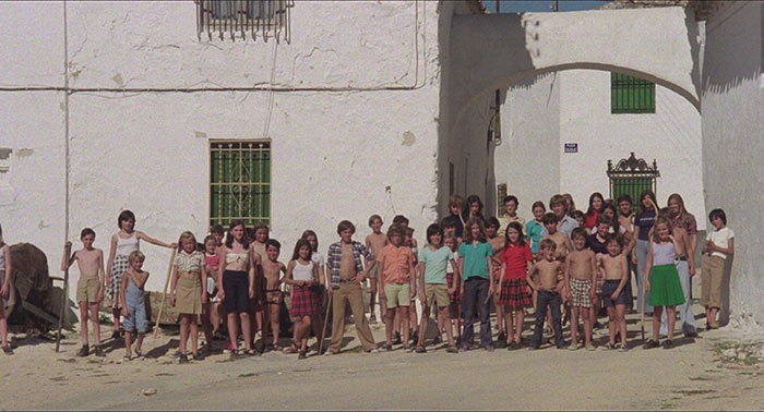 les-revoltes-de-l-an-2000-film-quien-puede-matar-un-nino-narciso-ibanez-chicho-serrador-attention-aux-enfants-carlotta-films
