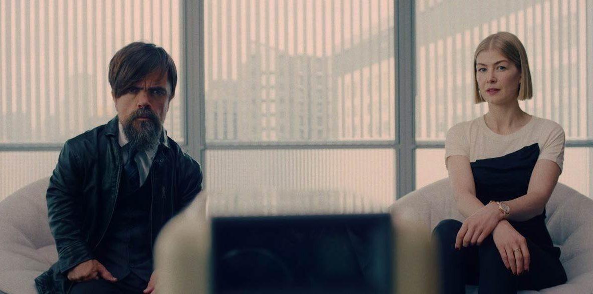 I-Care-a-lot-film-netflix-critique-cinema-Peter-Dinklage-Rosamund-Pike