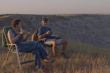 nomadland-chloe-zhao-film-critique-frances-mcdormand-david-strathairn